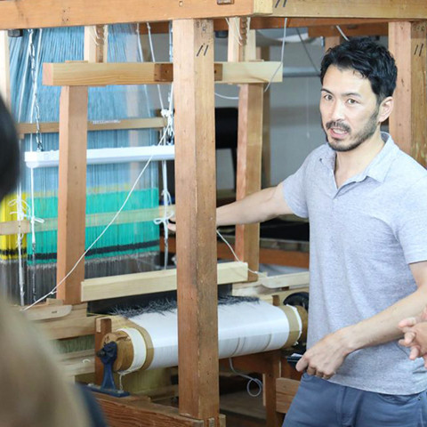 日本の着物を織る伝統技術